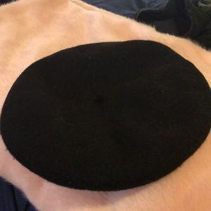 Express black beret